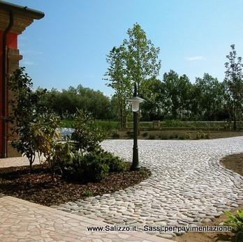 Ciottoli di fiume per pavimenti frusta per impastare cemento for Ciottoli da giardino leroy merlin