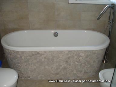 Vasca da bagno in ciottoli di fiume salizzo de cogoli sassi per pavimenti e muri salizzo - Rivestimento vasca da bagno ...