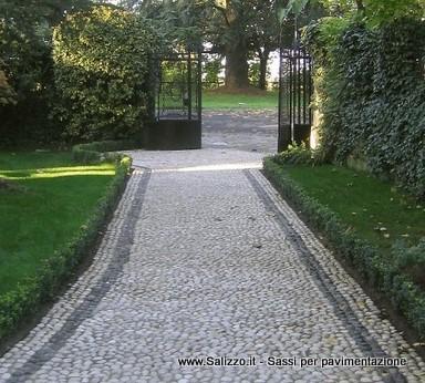 Vialetto in ciottoli di fiume salizzo de cogoli sassi - Ciottoli bianchi da giardino ...