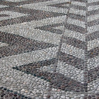 Pavimentazione in ciottoli di fiume bicolore salizzo de - Sassi decorativi per interni ...